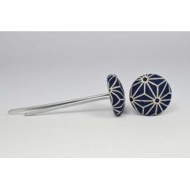 Bouton à languettes recouvert de tissu saki bleu et beige